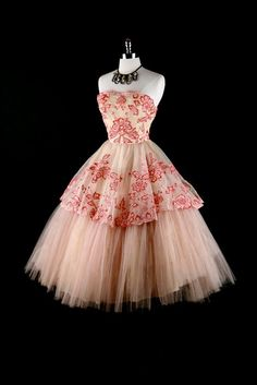 Vintage dress with some boots? I say yes! =)