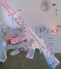 I love pink and I love guns, perfect! Aesthetic Grunge, Pink Aesthetic, Knife Aesthetic, Devil Aesthetic, Grunge Pastel, Roses Tumblr, Armas Ninja, Mode Kawaii, Pastel Decor