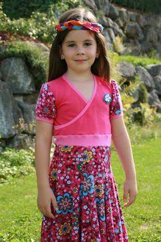Lillesol und Pelle Primavera gemixt mit Farbenmix Elodie ergibt das Lieblingskleid der Kleinen Dame ♥ Luusmeitlifashion ♥ Schnittmusterhttp://muggelchens-kuschelwear.blogspot.ch/2015/08/Farbenmix.html nähen Drehkleid