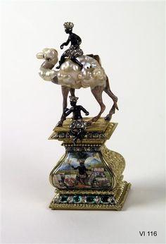 Camel with two moors, probably Frankfurt am Main, 1700-1705. Baroque pearls, gold, cold painted, enamel, silver, diamonds, emeralds. H 12.3 cm, W 5.1 cm, depth 3.5 cm.  Staatliche Kunstsammlungen Dresden 2013