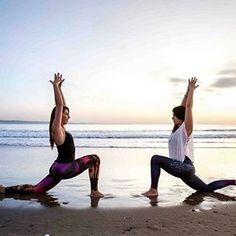 Yoga pose, beach yoga and yoga friends. spiritgirls in spiri Yoga Friends, Beach Friends, Partner Yoga, Photo Yoga, Beach Yoga, Ocean Beach, Summer Beach, Yoga Posen, Yoga Photos