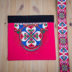 Bunad og Stakkastovo AS Beadwork, Diva, Embroidery, Decor, Outfits, Hardanger, Mandalas, Manualidades, Needlepoint