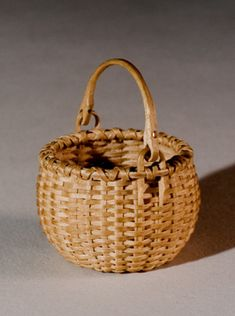 Miniature Swing Handle Basket - hand crafted of brown ash Old Baskets, Vintage Baskets, Wicker Baskets, Wooden Basket, Basket Tray, Willow Weaving, Basket Weaving, Bountiful Baskets, Nantucket Baskets
