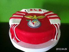 A arte de lembrar...: Bolo Benfica 13th Birthday, Birthday Cake, Birthday Parties, Soccer Cake, Naked Cake, Fondant Cakes, Cake Art, Cupcakes, Food Art