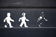 https://flic.kr/p/HrC9wy   Trois hommes sur un mur   Three men on a wall