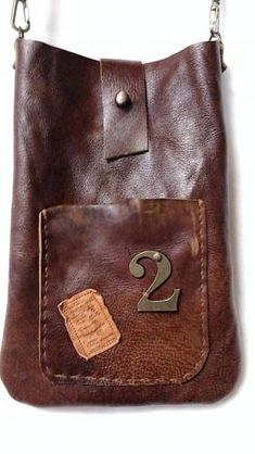 leather bag. cool. simple. I would like to use the old leather couch cushions to make one. reuse, repurpose.
