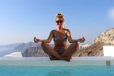 A Merge Sau Nu In Santorini – Gabriela Simion Santorini, Bikinis, Swimwear, Travel, Bathing Suits, Swimsuits, Viajes, Bikini, Destinations