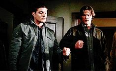 [gif] Dean ...always with the scissors  #Supernatural  #JumpTheShark  4.19