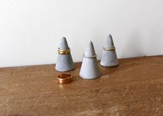 Concrete Ring Cone Set of 3 // Cement Ring Holder Set - Customized Subjects Jewellery Storage, Jewellery Display, Tiny House Closet, Concrete Ring, Ring Watch, Minimalist Home Decor, Diy Schmuck, Time 7, Organizer