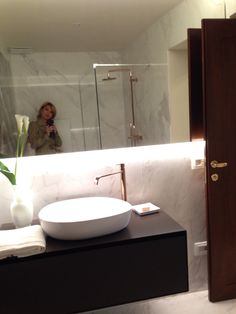 Marble bathrooms: elegance and luxury in Palazzo Garzoni Moro!! Take a look at http://www.palazzogarzoni.com