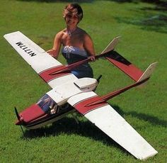 Radio Controlled Aircraft, Rc Model Airplanes, Boat Radio, Remote Control Boat, Rc Hobbies, How To Plan, Rc Cars, Honda, Powered Bicycle