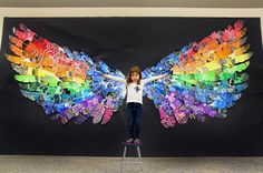 Feather Wings Mural (smART Class) The past few months my students have been making feathers for a group mural. This idea was inspired by my friend and celebrity in the art community, Cassie Stephe - celebrities Club D'art, Class Art Projects, Group Projects, Collaborative Art Projects For Kids, Collaborative Mural, School Projects, Craft Projects, Arte Elemental, Classe D'art