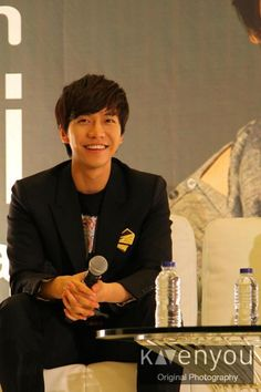 Lee Seung Gi at Indonesia press conference