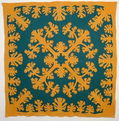 View this item and discover similar for sale at - This traditional Hawaiian applique quilt is done with colors more typical of Pennsylvania than Hawaii. I don't think I've seen another Hawaiian quilt with Hawaiian Quilt Patterns, Hawaiian Quilts, Hawaiian Art, Vintage Hawaiian, Antique Quilts, Vintage Quilts, Quilting Projects, Quilting Designs, Quilting Tips