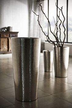 For the person in your circle of friends, which is always styled top! How about a vase as a fine eye-catcher for Christmas ♥ Source by The post Silver vases appeared first on The most beatiful home designs. Metal Furniture, Furniture Design, Door Design, House Design, Christmas Vases, Boho Home, Décor Boho, Display Design, Decor Crafts