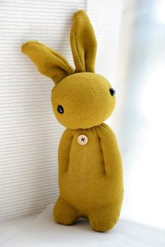 Lapin chaussette Sock Crafts, Cute Crafts, Creative Crafts, Sewing Toys, Sewing Crafts, Sewing Projects, Diy Projects, Sock Bunny, Sock Dolls