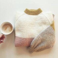 Knitting Designs, Knitting Patterns, Crochet Patterns, Knitting Ideas, Funky Outfits, How To Purl Knit, Winter Sweaters, Pulls, Diy Clothes