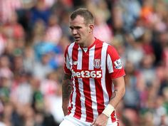 Mark Hughes: 'Glenn Whelan is an important part of Stoke City side'