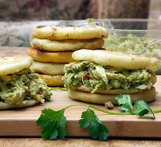 Arepas with Chicken & Avocado Salad. Arepas with Chicken and Avocado Salad. Gluten-free Venezuelan corn cakes stuffed with scrumptious chicken salad. Avocado Chicken Recipes, Avocado Chicken Salad, Avocado Pesto, Chicken Enchiladas Verde, Sandwiches, Poached Chicken, Corn Cakes, Cooking Recipes, Healthy Recipes