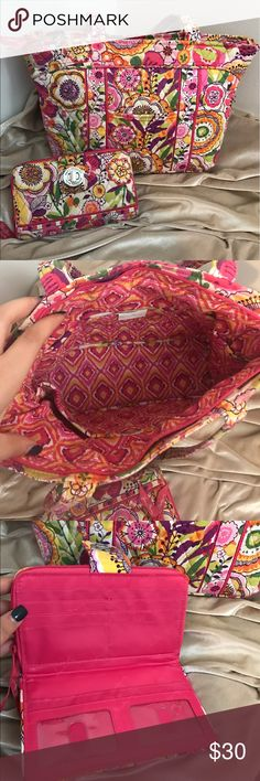 Authentic Vera Bradley bag! Very vibrant and perfect for summer!! This bag is in great condition! Vera Bradley Bags
