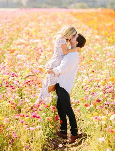 Couple Captured Their Engagement Photos in a Flower Field of Ranunculus! - Green Wedding Shoes - This Couple Captured Their Engagement Photos in a Flower Field of Ranunculus! – Green Wedding Sho -This Couple Captu. Field Engagement Photos, Engagement Photo Outfits, Engagement Photo Inspiration, Engagement Shoots, Country Engagement, Fall Engagement, Couple Photography, Engagement Photography, Wedding Photography