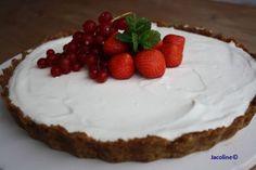 Kwarktaart koolhydraatarm en glutenvrij Heerlijk zo'n taart! Met verse vruchten een bodem van amandelmeel..... gewoon super om ...