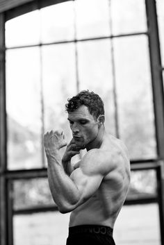 ollie grove — Ed Skrein after working towards his role in. Male Pose Reference, Human Reference, Anatomy Reference, Male Models Poses, Male Poses, Guy Models, Anatomy Poses, Poses References, Body Photography