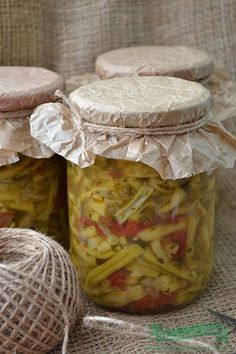 Ingrediente : 5 kg fasole verde 2 kg rosii 500 gr ardei gras 4 bucati ceapa 1 legatura frunze telina 2 legaturi frunze patrunjel 250 ml ulei sare neiodata (la vrac ) dupa gust salicil, sau praf conservant (optional) Preparare : Spalam si curatam fasolea verde . O rupem bucati potrivite. Curatam ceapa si ardeii … Canning Pickles, Camembert Cheese, Party Planning, Dairy, Cooking Recipes, Vegetables, Food, Sauces, Cupcake