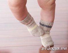 Носочки для новорожденных спицами Размер: 3 (6, 12, 18/24) мес. Вам потребуется: пряжа Patons STRETCH Socks (хлопок, шерсть, нейлон, 50 г./218 м.) – 1 моток, вяжутся носочки для новорожденных спицами, острыми с двух концов (набор из 4 спиц) - 3.25 мм.