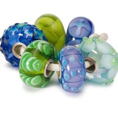 Trollbeads: Museum: Limited Edition Release 2010: Spring Flower Blue Collection: I have the green leafed bead