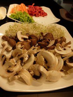 Taller de cocina anticáncer con Odile Fernández Odile Fernandez, Stuffed Mushrooms, Vegetables, Food, Atelier, Cooking Recipes, Stuff Mushrooms, Vegetable Recipes, Eten