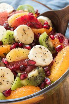 Take advantage of citrus season with this delicious Winter Fruit Salad! Loaded with all your favorite winter citrus fruits, plus bananas, kiwi, and pomegranate seeds, this salad is bright and sweet and guaranteed to help Breakfast Fruit Salad, Banana Breakfast, Breakfast Ideas, Fruit Juice Recipes, Healthy Recipes, Salad Recipes, Winter Fruit Salad, Fruit Appetizers, Dessert Aux Fruits