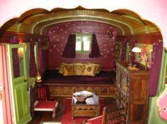Chambre d'hôtes à Ouroux (69860) - les folies et les roulottes de la Serve - gipsy wagon - interior