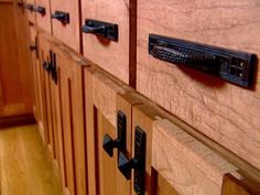 New Kitchen Cabinet Knobs, Handles and Pulls 2014 Style