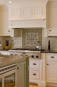 Facts On Fabulous Kitchen Renovation Ideas - Mountain Kitchen Decor Kitchen Hood Design, Kitchen Hoods, Kitchen Cabinet Design, Kitchen Redo, New Kitchen, Kitchen Remodel, Kitchen Cabinets, Off White Kitchens, Fancy Kitchens