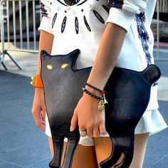 This cat purse was spotted at #NYFW. I NEED THIS!
