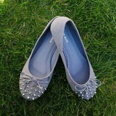 NWOT Gray Flats with Spikes New gray flats with spikes! Soft material flats with silver spikes. Great addition to your wardrobe!  Color may vary slightly from picture.  Like the shoe, but not the price? Make me an offer! Shoes Flats & Loafers