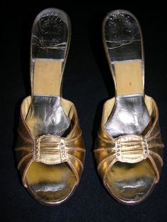 Marilyn Monroe Gold Pumps