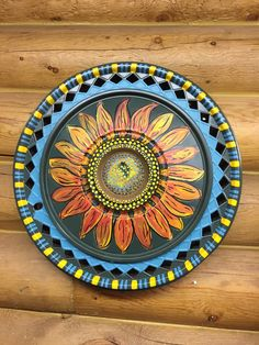 Recycling hubcaps Beach Mat, Garden Ideas, Decorative Plates, Recycling, Outdoor Blanket, Home Decor, Decoration Home, Room Decor, Landscaping Ideas