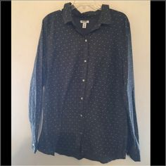 Old Navy button down This is super cute! In perfect condition Old Navy Tops Button Down Shirts