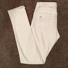 White Skinny Jeans White Rock & Republic Skinny Jeans. Excellent condition. Three pre-made holes around/on the pockets. Awesome pants for bright, bold summer outfits! Rock & Republic Jeans Skinny