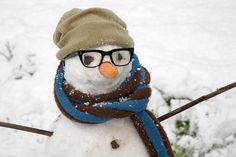 love the glasses . Look at the site for more cute snowman ideas. Make A Snowman, Frosty The Snowmen, Cute Snowman, Snowman Crafts, Snowman Photos, Snowmen Pictures, Snow Much Fun, I Love Snow, Winter Fun