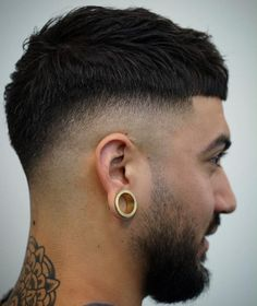 Top 35 Modern Caesar Haircut Ideas Mid Skin Fade mens style - Men's style, accessories, mens fashion trends 2020 Cool Hairstyles For Men, Thin Hair Haircuts, Hairstyles Haircuts, Haircuts For Men, Hairstyle Men, Medium Hairstyles, Wedding Hairstyles, Temp Fade Haircut, Types Of Fade Haircut