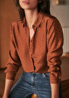 This blouse is perfect for soft classics with medium skin tones because of the gorgeous amber colour. The silky fabric, light weight material, symmetry and subtle polka dots ticks all the boxes. Grunge Outfits, Casual Outfits, Cute Outfits, Earthy Outfits, Fashionable Outfits, Work Outfits, Look Fashion, Fashion Outfits, Fashion Poses