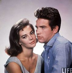Warren Beatty and Natalie Wood-Splendor in the Grass is a 1961 Technicolor romantic drama film that tells a story of sexual repression, love, and heartbreak, from which the character Deanie suffers. Hollywood Men, Hollywood Stars, Classic Hollywood, Vintage Hollywood, Warren Beatty, Picture On Wood, Photo On Wood, Splendour In The Grass, Old Movie Stars