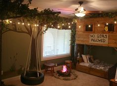 Treehouse Themed Kids Room | 15 Awesome Treehouse Ideas For You And the Kids!