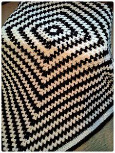 black & white Blanket, Black And White, Rugs, Crochet, Home Decor, Ceilings, Black White, Farmhouse Rugs, Homemade Home Decor