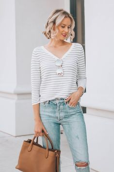 Have you ever wondered when to tuck and not tuck your shirt plus how? This post is your guide to the front tuck, full tuck, tie, and leaving untucked! Cool Outfits, Casual Outfits, Fashion Outfits, Fashion Tips, Fashion Hacks, Women's Fashion, Fashion Ideas, Fashion Inspiration, Prada Outfits
