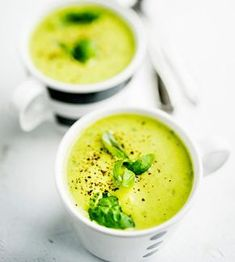 Fresg pea soup with basil - Raikas basilika-hernesosekeitto, resepti – Ruoka. Soup Recipes, Vegetarian Recipes, Healthy Recipes, Recipies, Pea Soup, Cheeseburger Chowder, Risotto, Clean Eating, Food And Drink
