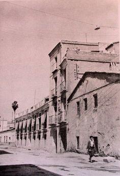 """calle de la acequia en el tramo que está justo tras el teatro Romea. A la izquierda el colegio """"la sucursal"""" Hermanos Maristas CVT-A89WoAIkcCf.jpg (600×882)"""